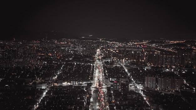 ソウルの夜の街の空撮