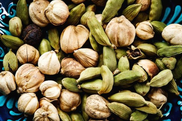 グリーンカルダモン種子のクローズアップ