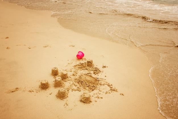 Песчаные замки на пляже