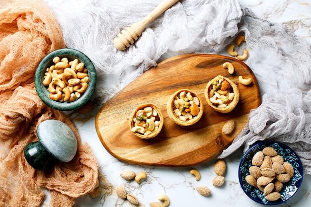 Ассорти из орехов с медовой начинкой