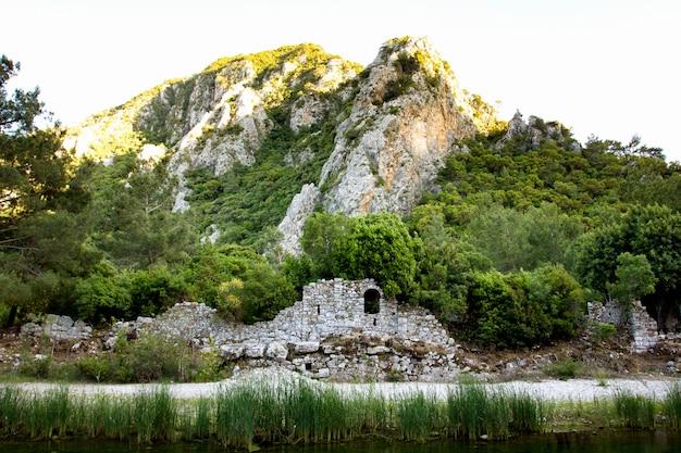 アンタルヤのオリンポスの旧市街の遺跡