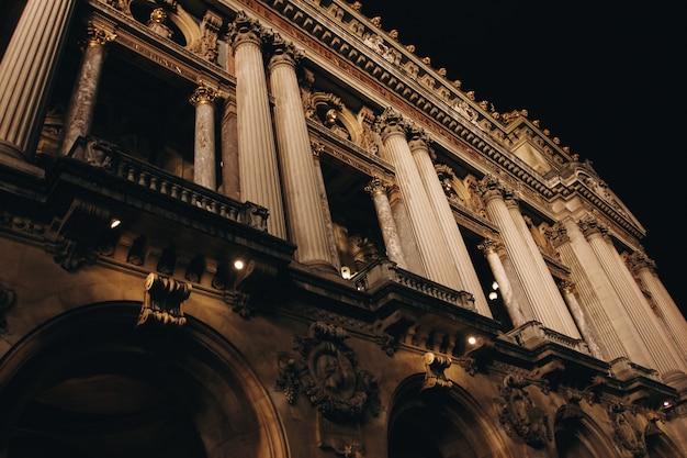夜のパリのオペラ座