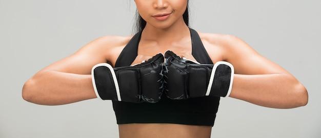 フィットネス女性運動ボクシング重量パンチ