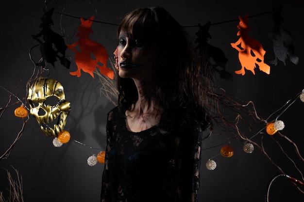 魔女のカボチャの花輪とハロウィーンの背景