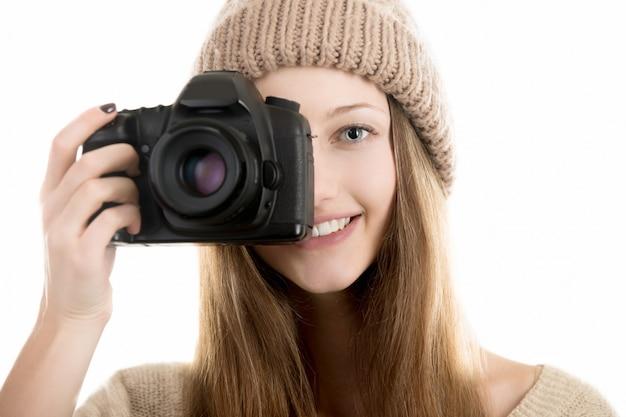 大きなカメラを持つ女性