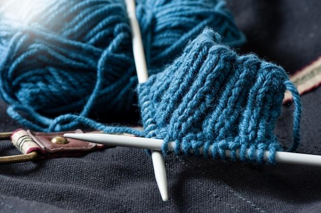 ウール糸を編む