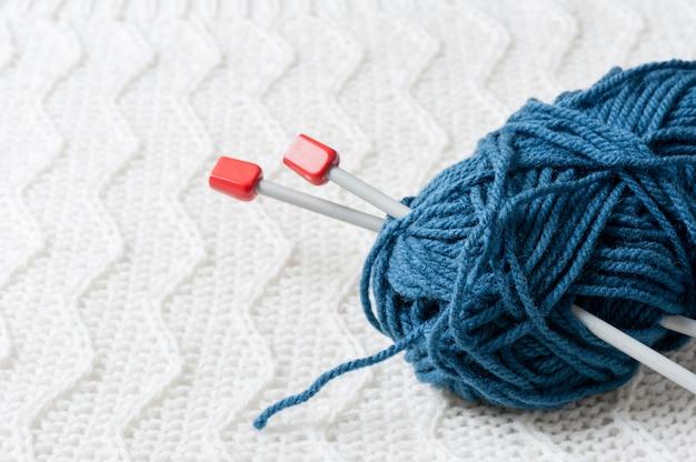Вязание шерстяной пряжи