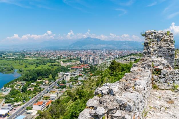 Живописный вид из крепости розафа (шкодер, албания).