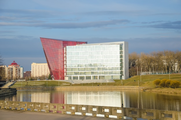 アーバンシビルエンジニアリングカンパニーは、複数階建ての建物の建設を完了しました。