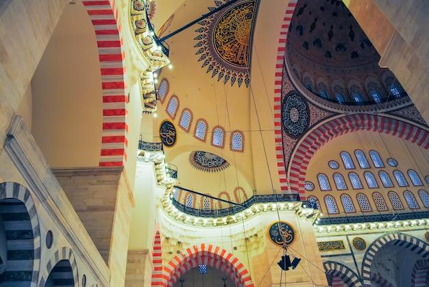 正教会の巡礼者は、クリスマスにアヤソフィアモスクを訪れました。