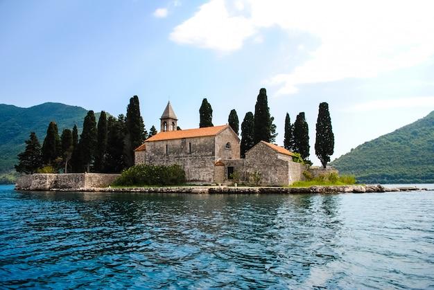 青い海の美しい島