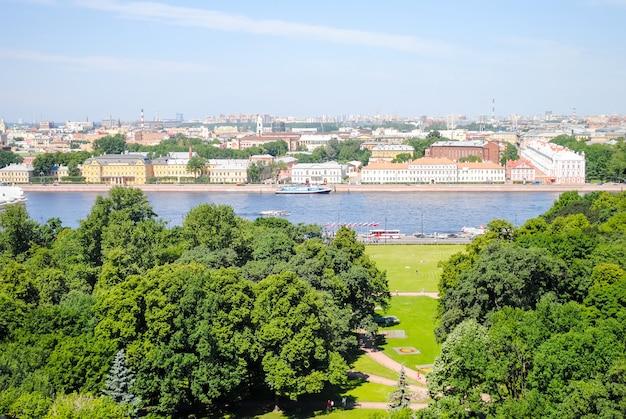 サンクトペテルブルクの聖イサアク大聖堂からの眺め。