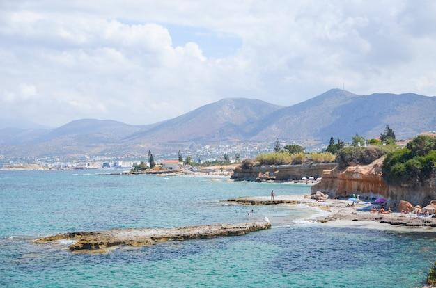 絵のように美しいギリシャのクレタ島の海岸の素晴らしいビーチ。