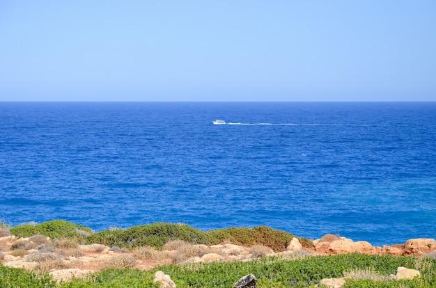 海岸と青い海