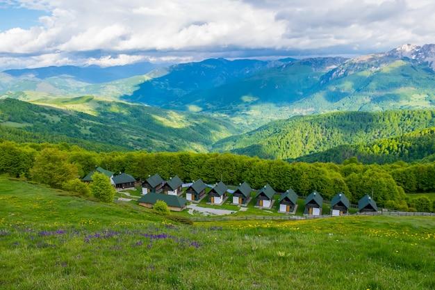 コモビ山脈に囲まれたレクリエーションのホテル。モンテネグロ。