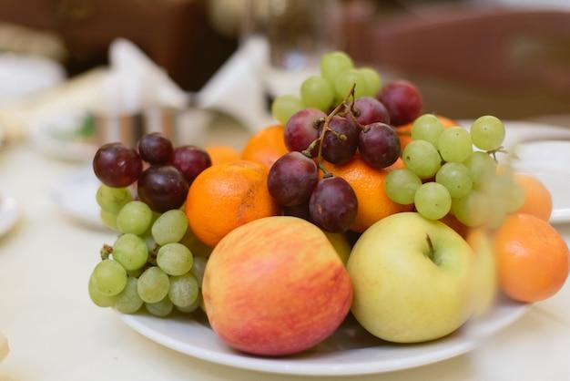 Фрукты и ягоды на отдыхе.