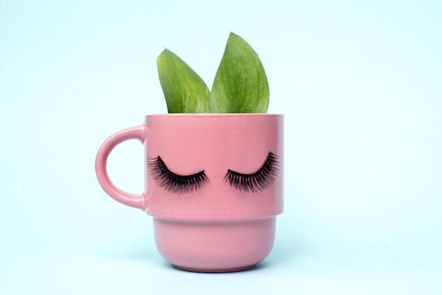 女性の朝と天然コーヒーの概念