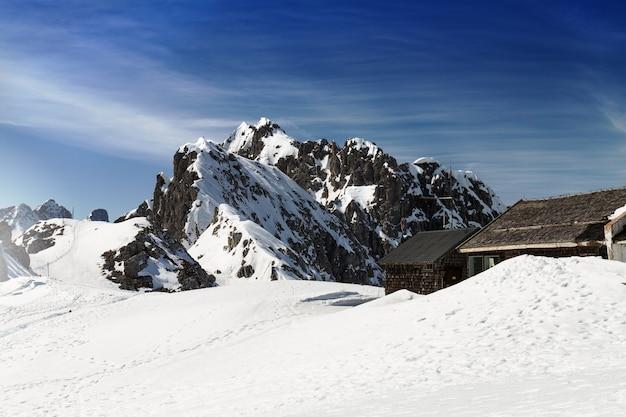 雪山のある美しい風景。青空。水平。アルプス、オーストリア。