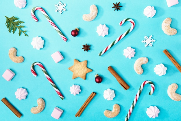 青のクリスマスキャンディーとお菓子