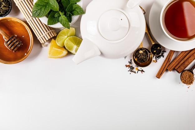 Составленные приправы и чай