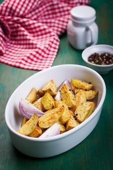 Картофель фри в миску