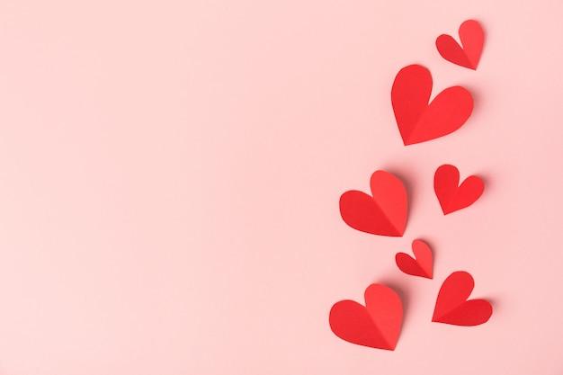 Бумажные сердечки на розовый