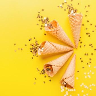 金色の星とアイスクリームコーン
