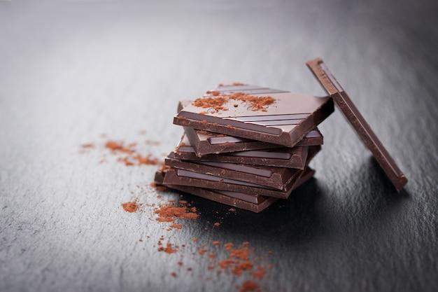 おいしいチョコレート片のクローズアップ