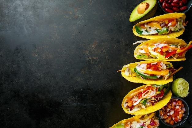 おいしい食欲をそそるタコスと野菜
