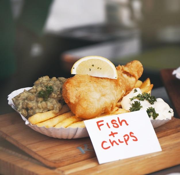 Рыбное филе с картофелем фри