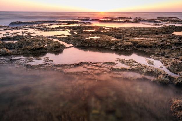 夕日と長時間露光の海