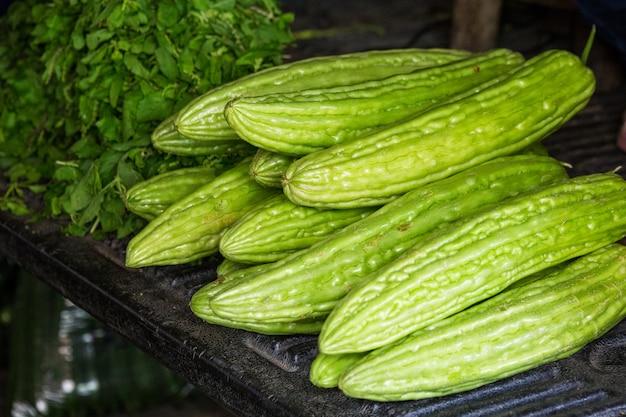 タイの市場で野菜