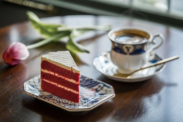 タイでコーヒーマグカップとケーキ