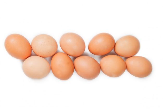 Яйца на белом фоне
