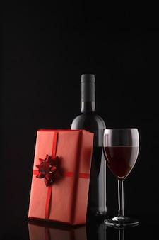 ギフトボックス、ワインボトル、ワイングラス