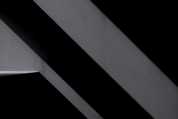 暗い影とクローズアップの壁