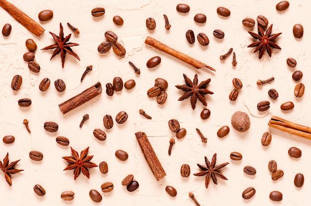 スパイシーなコーヒーの材料のパターン