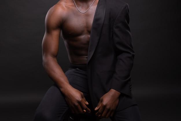 美しくて筋肉質の黒人男性
