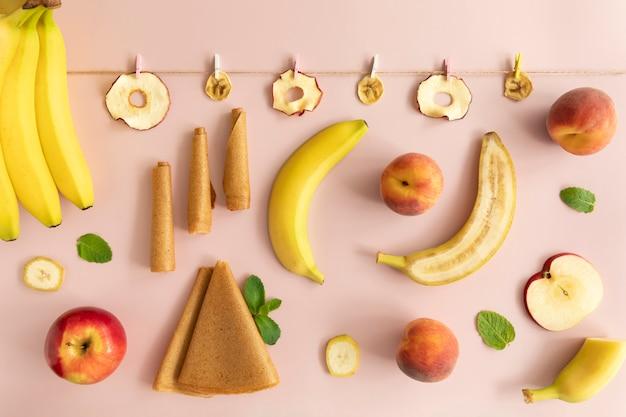 ドライフルーツチップ。パステル、フルーツロール。食物栄養。