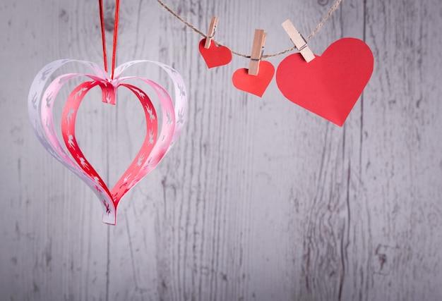 手作りの天使たちとのバレンタインの心、良いお祝いカード。