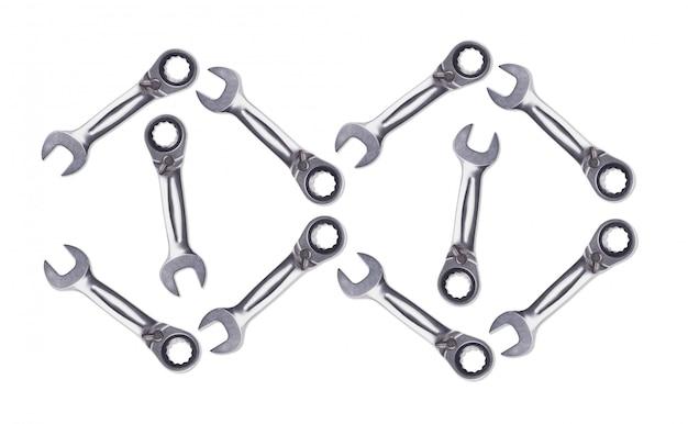 ラチェットレンチのパターン、クロムめっき金属、ナットとボルトを固定するためのツール。白い背景は、上からのビューを分離します。