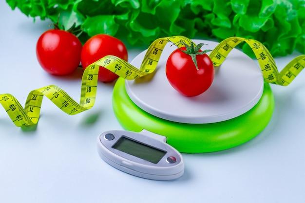 ダイエットのコンセプト。適切な栄養と体重減少。スリミングと健康食品。