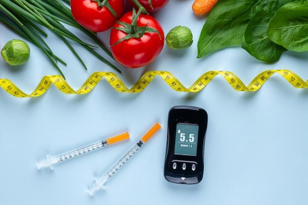 糖尿病患者の健康的なライフスタイルのためのバランスの取れた清潔な食品。糖尿病の食事と体重減少。血糖値の測定と監視