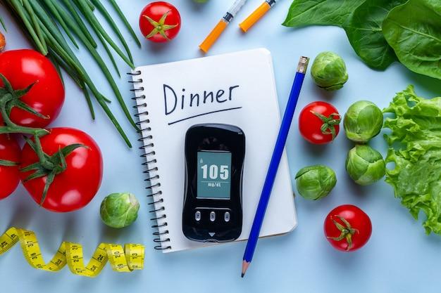 糖尿病患者の健康的なライフスタイルのためのバランスの取れた清潔な食品。糖尿病患者のための糖尿病ダイエット計画。コントロール日記