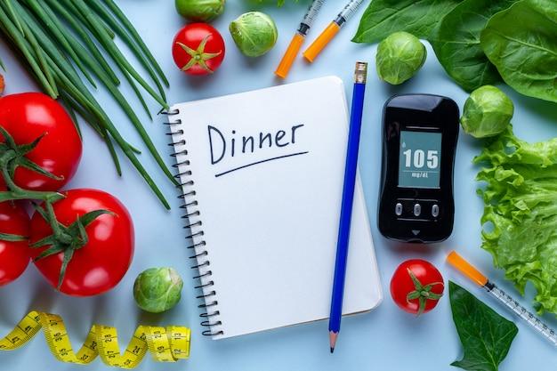 糖尿病のコンセプト。糖尿病患者の健康的なライフスタイルのためのバランスの取れた清潔な食品。糖尿病の食事計画と管理日記。血糖値の監視