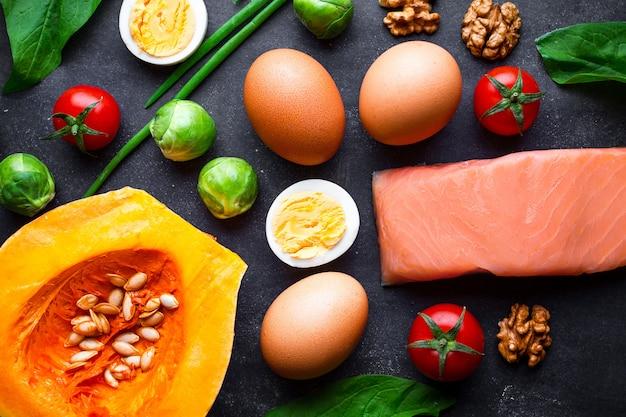 Кетогенные продукты для здорового, правильного питания и похудения. низкая концепция углеводов и кето диета. клетчатка, чистая и сбалансированная еда. контроль еды