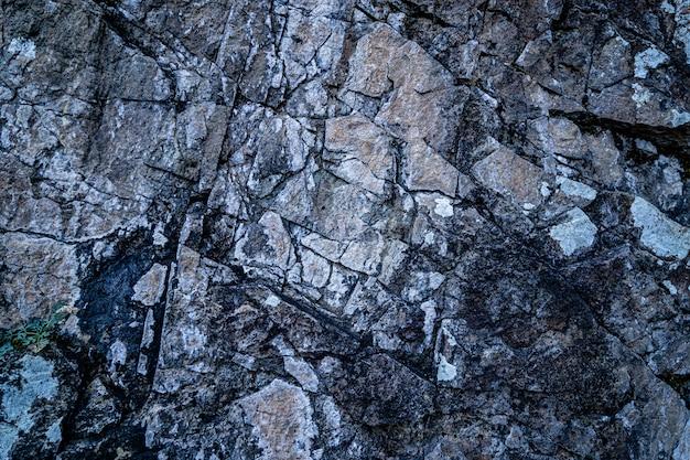 Текстура старого поцарапанного треснутого серого камня