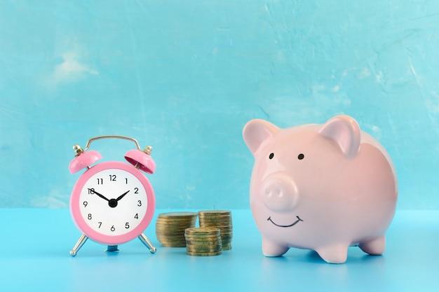 青にピンクのブタ貯金箱