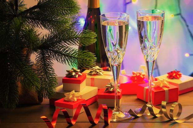 Шампанское в двух красивых бокалах