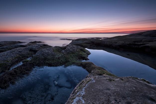 日の出の間に海景